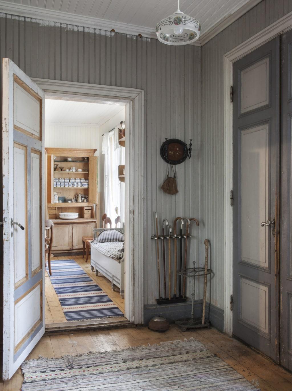 Original. Det finns en stillhet i huset, en känsla av förr i tiden. Det riktigt sitter i väggarna.