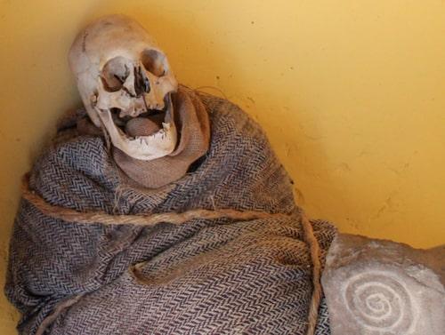 Mumier och skelett finns det gott om i Peru