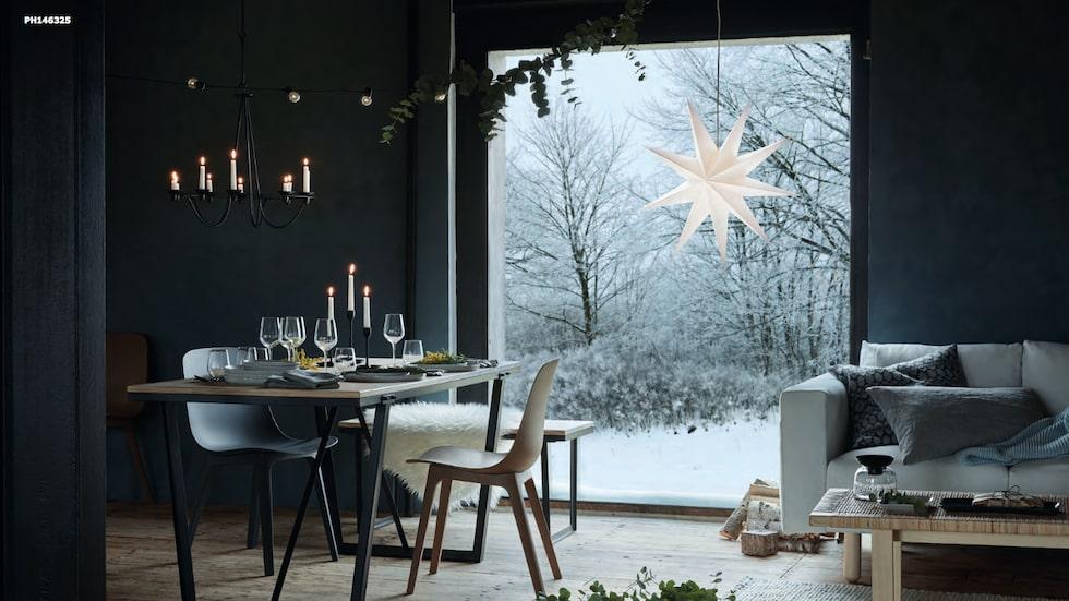 Allt är väldigt grått i årets jul på Ikea.