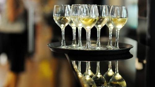 Vin är lurigt. Bäst är torra vita viner och röda viner som inte är så söta.