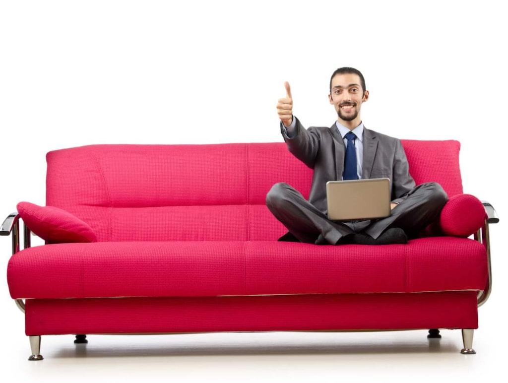 <strong>7. Möbeltestare</strong><br>Det går faktiskt att få betalt för att provsitta och provligga möbler åt olika företag.