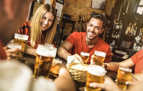 Visst är det trevligt att dricka öl på en brittisk pub – se bara till att inte ha FÖR trevligt …