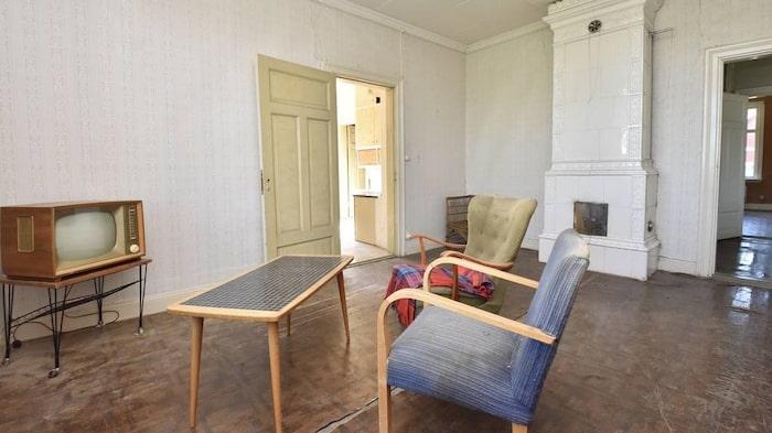 Det låga priset är satt då huset är i stort behov av renovering.