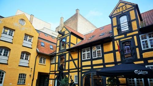 Det gamla korsvirkeshuset där Bedwood Hostel ligger är från 1756.