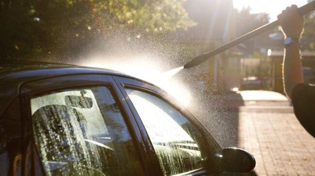 Använd inte högtryckstvätten för nära.