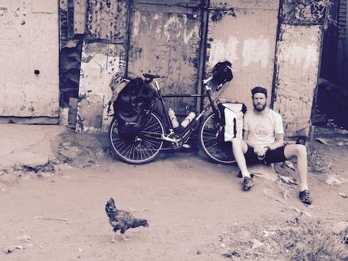 Marcus under sin cykelresa till Tanzania.
