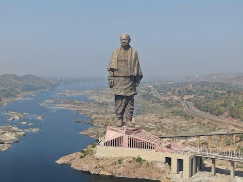 Statue of Unity föreställer den indiske politikern Vallabhbhai Patel och är världens största.