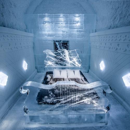 Under sommarmånaderna finns en miniversion av ishotellet, Icehotel 365.