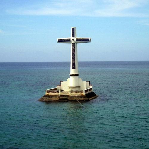 Korset som märker ut kyrkogården.