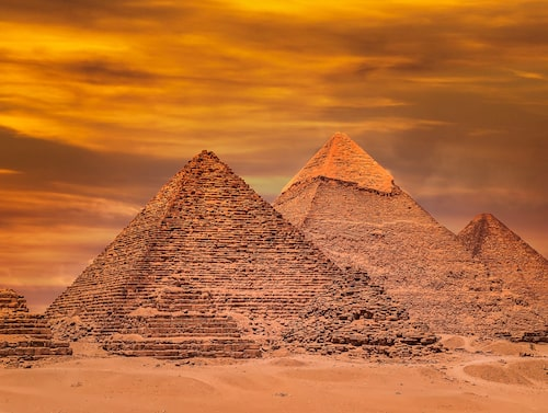 Pyramiderna i Giza är de enda kvarvarande av den antika världens sju underverk.