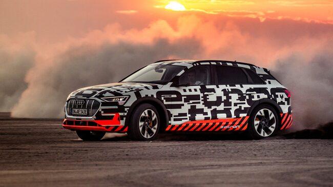 Nya Audi e-tron, elbil med fantastiska köregenskaper (enligt Allt om Bilars expert) – här i full frihet i den namibiska öknen.
