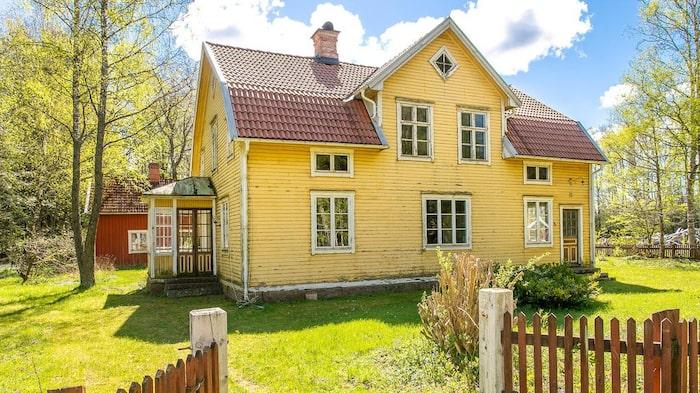 Huset har en bra stomme och var påkostat på den tiden då det bygges.