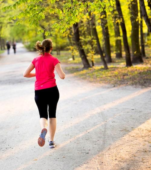 Den intressantaste forskningen just nu handlar om vikten av fysisk aktivitet, tycker Joep Perk. Allra bäst är att undvika långa perioder av stillasittande och motionera minst en halvtimme varje dag.