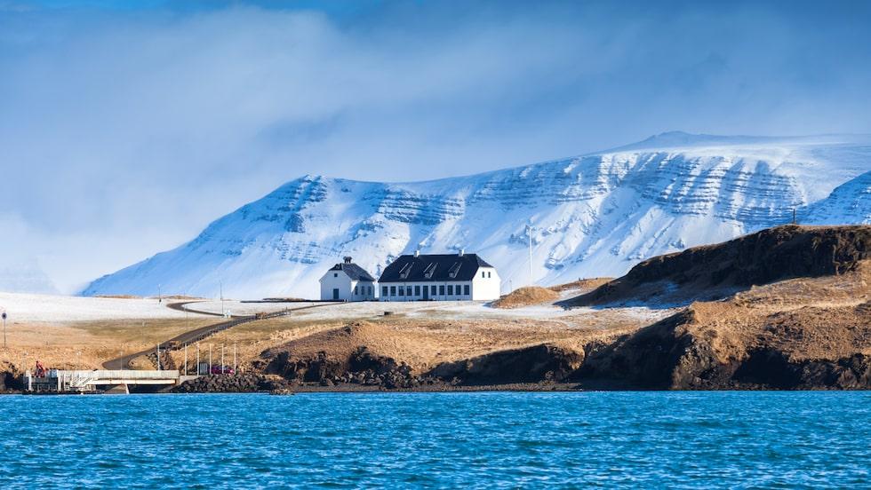 Under 2017 besökte över två miljoner turister Island.
