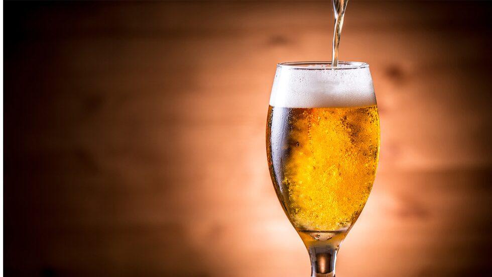 Hur du häller upp din öl påverkar hur den kommer att smaka.
