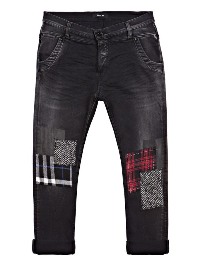 Denice drop-crotch slim jeans, Replay, 1949 krSuperstretchiga jeans i smickrande mörk färg. Med färgglada påsydda lappar som drar fokus till de nedre delarna av benen.