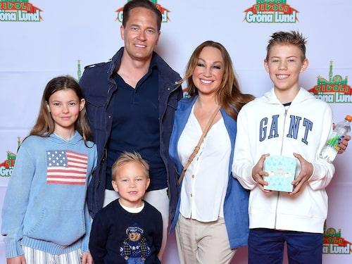 Charlotte Perrelli och Anders Jensen med barnen Adrian, Alessio och Isabella.