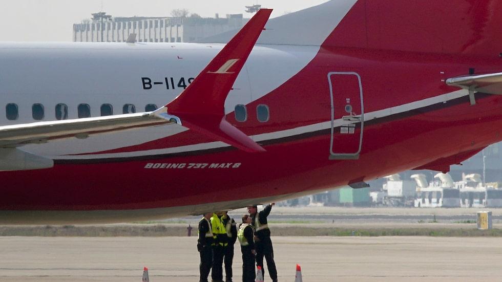Kina har stoppat alla inhemska flygbolag från att använda Boeing 737 Max 8. Här står ett plan tillhörandes Shanghai Airlines i Shanghai under tisdagen.