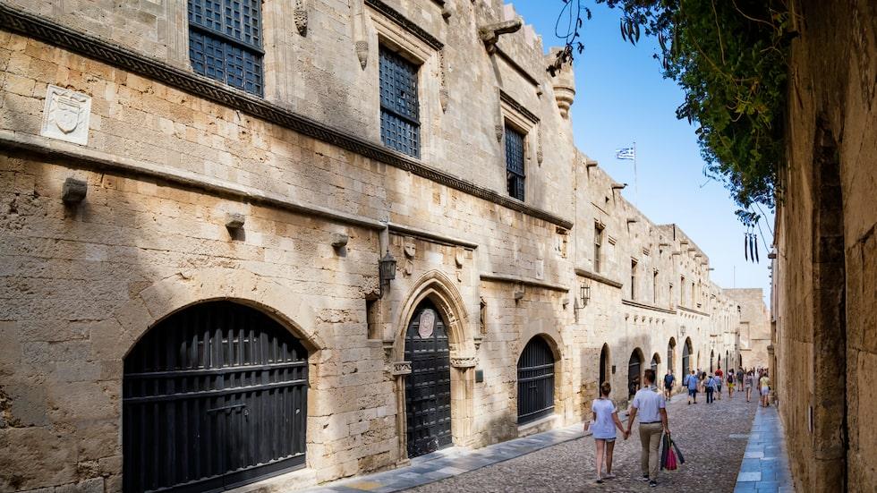 Den berömda medeltida gatan Ippoton på Rhodos.