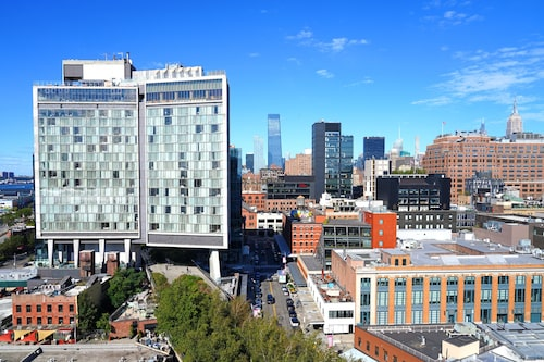 """""""Kändishotellet"""" The Standard, ett perfekt lunchstopp efter att ha promenerat The High Line."""