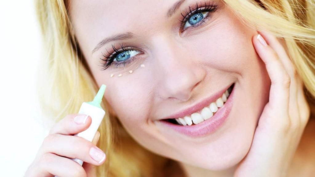 <p>Applicera din primer med fingertopparna eller med en foundationborste.</p>