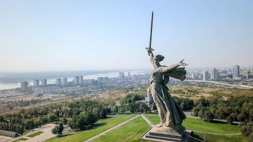 """""""Fosterlandet kallar"""" restes till minne av slaget vid Stalingrad."""