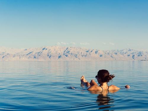 Döda havet är välkänt för sin höga salthalt.