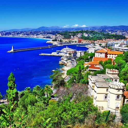 Nice har både söta små gränder och en stor strand.