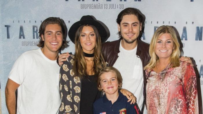 Pernilla på premiär med barnen Benjamin, Bianca, Oliver och Theo.