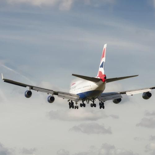 Vattenånga bildas vid förbränningen i jetmotorer.