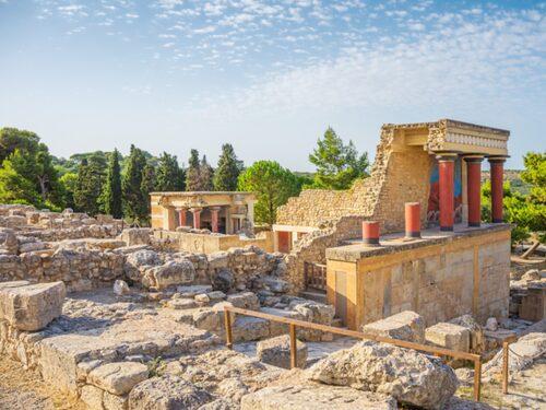 Knossos ruiner upptäcktes år 1878.