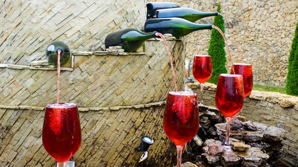 Här finns även en fontän med såväl rött som vitt vin.