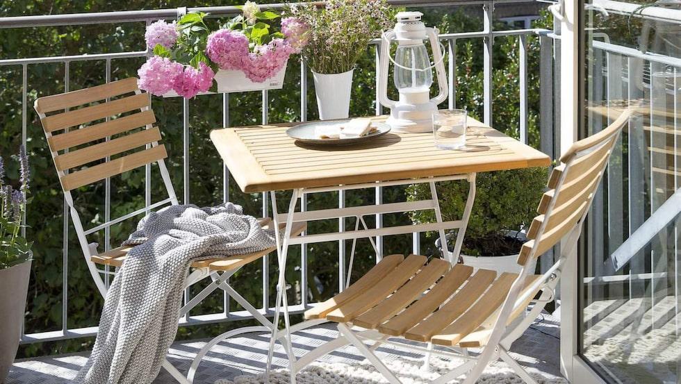 Kaféset Merano med bord och två stolar, 4 297 kronor, Ilva.