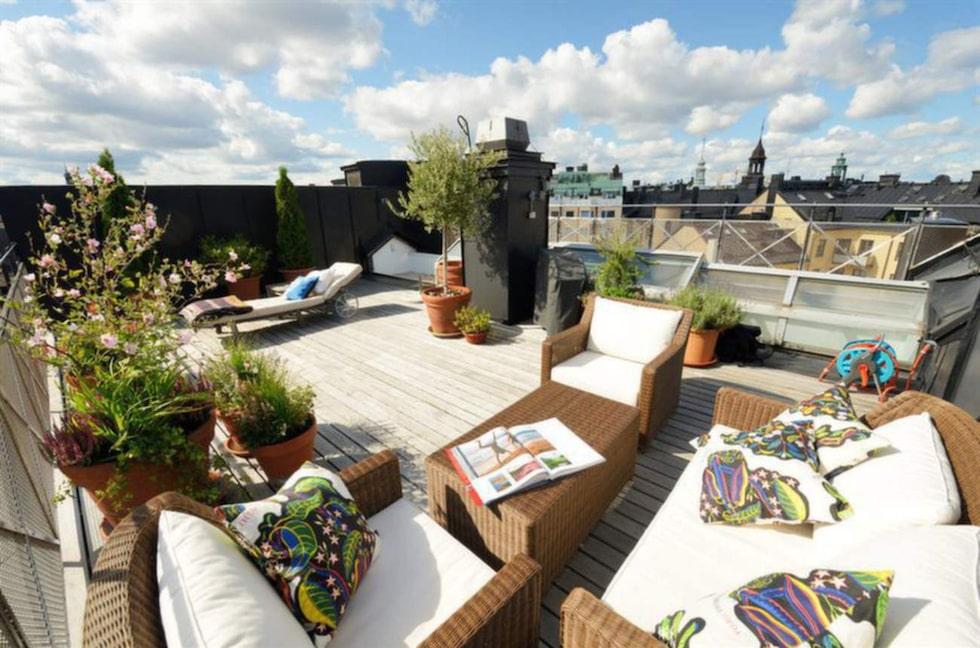 På den här takterrassen får det plats rätt mycket människor...