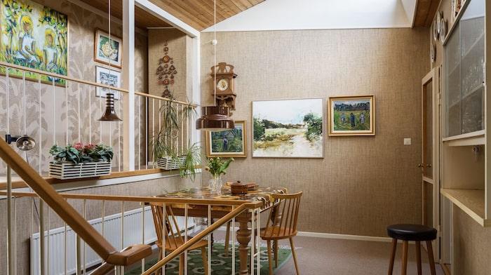 Matrummet ligger intill köket och är husets hjärta.
