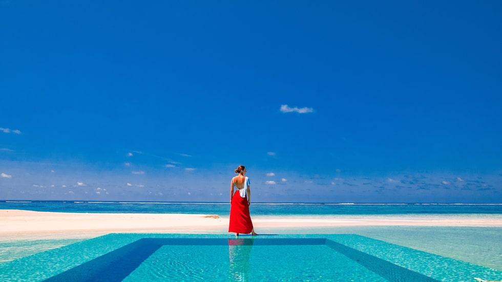 På Rangali Island i Maldiverna jobbar en person med att ta Instagramfoton åt gästerna.