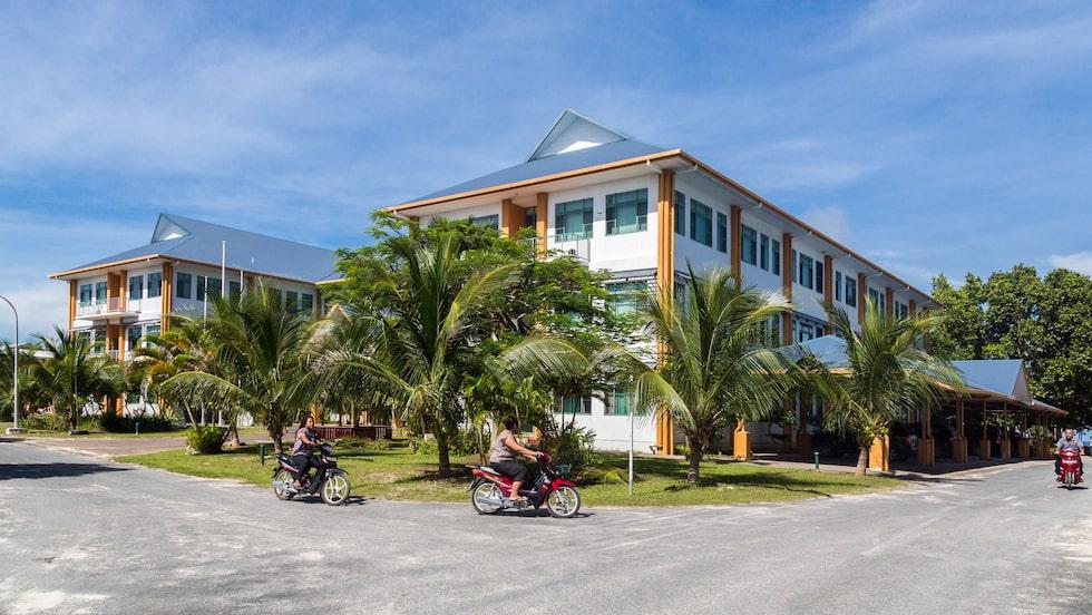 Regeringsbyggnaden är det enda hus som har tre våningar i världens minst besökta land, Tuvalu.