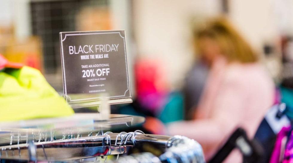 Black Friday är fredagen då det är superrea. Nu finns även Black Weekend, som förlänger rean och gör att många butiker har billiga priser hela helgen.