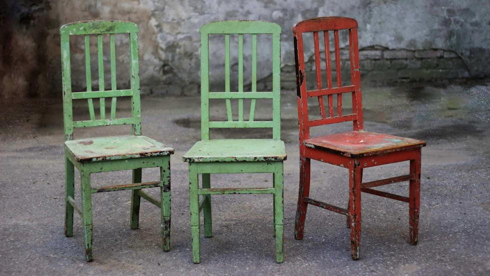 Blanda in second hand-saker i inredningen för att få liv och själ. Till exempel gamla och udda stolar kring ett nytt matbord.