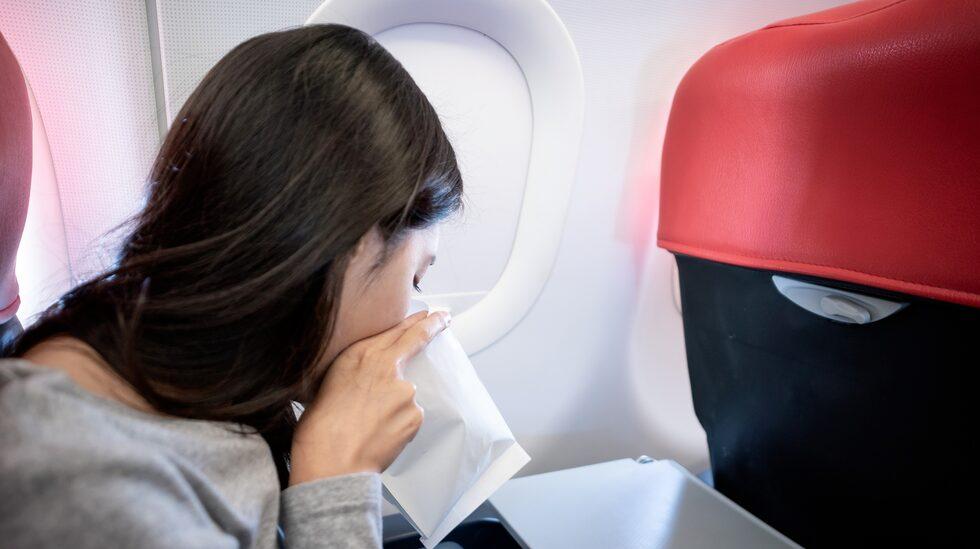 Omkring en av fem passagerare spydde ombord, erfar en resenär.