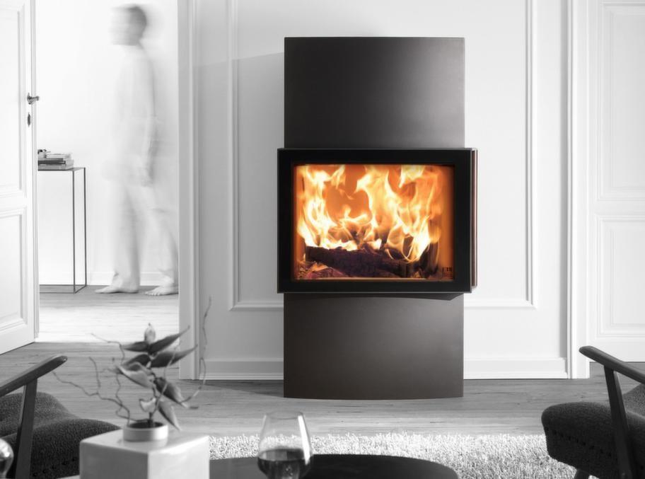 EldabutikenModern med lång eftervärmeModern möbel i stål med stor insyn till elden, modellen som heter Lounge Extra från Austroflamm påminner om en platt-tv. Upp till 15 timmars eftervärme.Pris: 47 500 kronor.