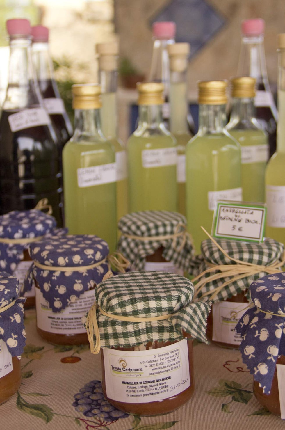Marmelader. Eget mathantverk från gården Tenuta Carbonara där matlagningskursen hålls.