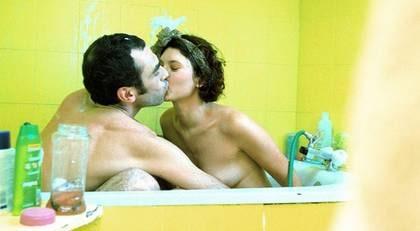 BÖRJA I BADET. Kvinnor behöver långt förspel – även för männen gäller att ju mer upphetsningen byggs upp, desto intensivare känns den sexuella stimulansen. Orgasmen blir starkare och utlösningen kommer både i större volym och med ökad kraft.