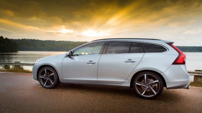 Volvo V60 är en av bilarna som får toppbetyg i det oberoende utsläppstestet.