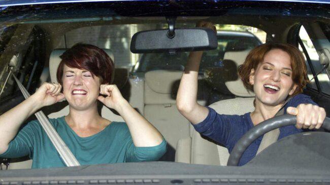 Över 20 procent av föararna påverkas av vilken musik som spelas i bilen.