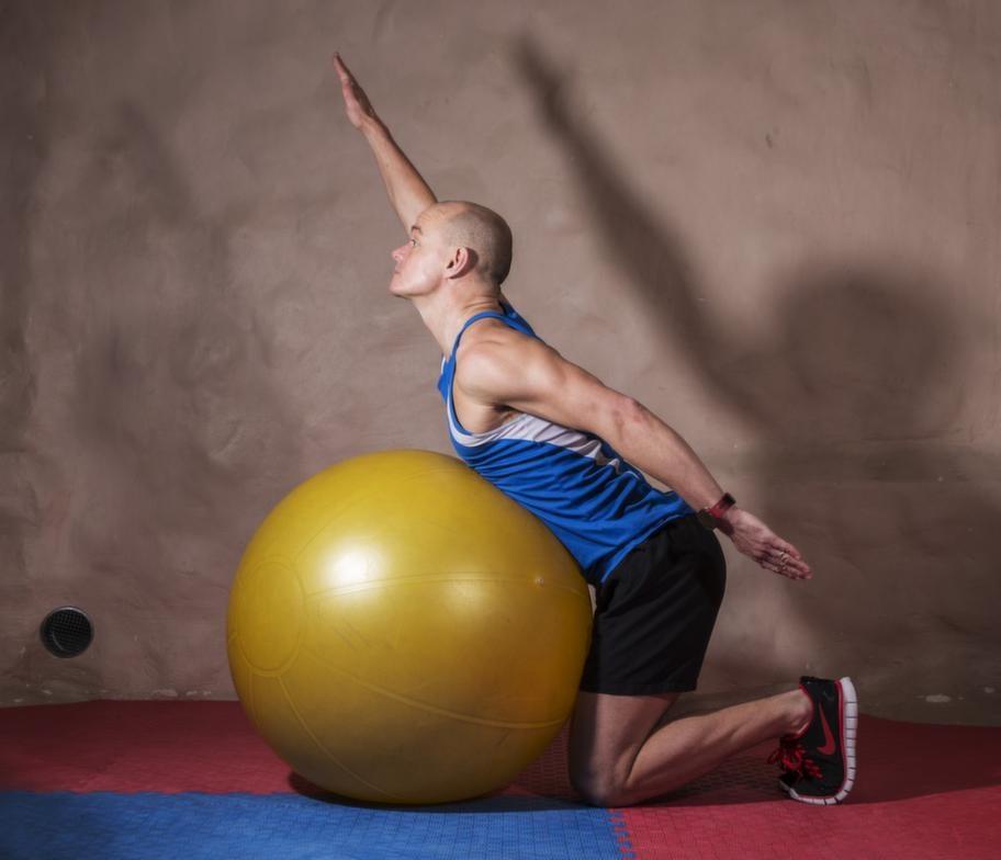 Fortsättning övning 7 ryggresning på pilatesboll