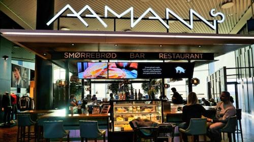 Aamanns på flygplatsens utrikesterminal serverar smørrebrød 10.00-21.30.