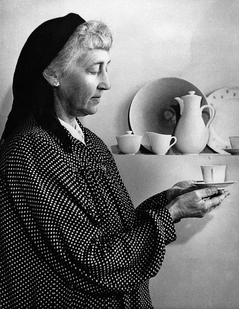 Louise AdelborgFödd 1885, död 1971. Svensk formgivare och textilkonstnär.