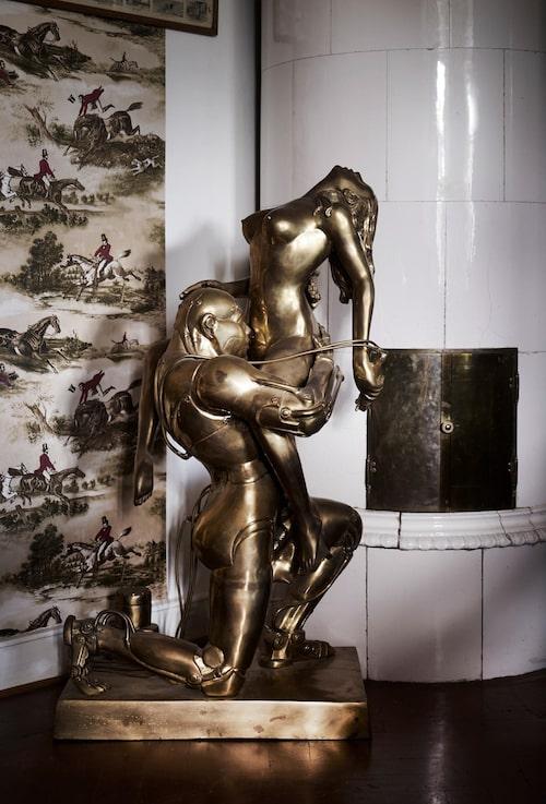 En av flera statyer som kanske kan vittna om en del aktiviteter som pågått i slottet...