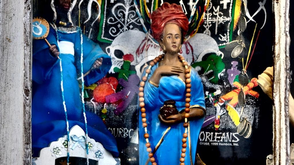 Voodoo är en del av New Orleans färgstarka historia. Den afrokaribiska religionen med magiska inslag praktiserades länge och på många håll i staden.